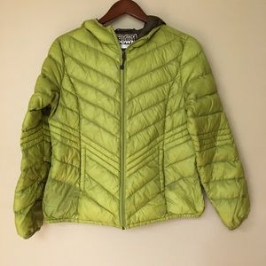 Xersion packable down hooded jacket in green | M